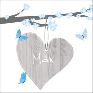Mooi houten hart aan zacht blauwe bloesem tak met vlindertjes' lief en stijlvol