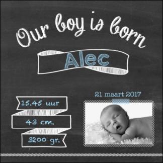 Trendy geboortekaartje' stoer door de schoolbord look en foto van de baby