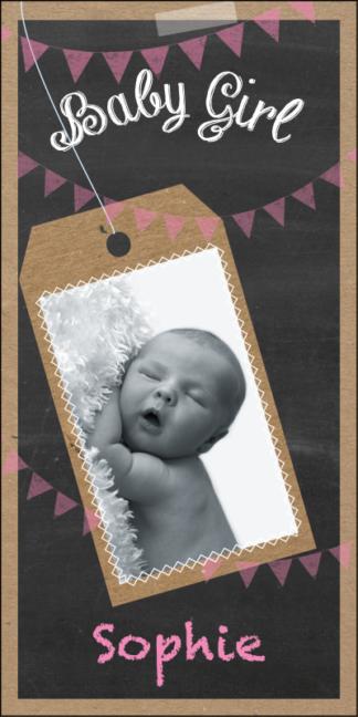 Feestelijk geboortekaartje met een trendy schoolbord look en foto van de baby