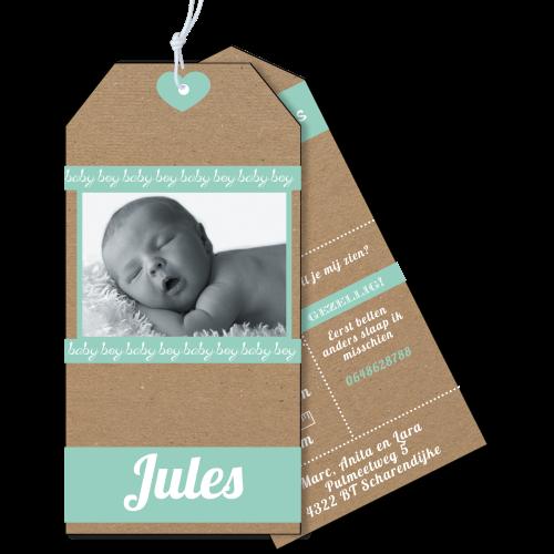 Geboortekaartje als label op karton met foto
