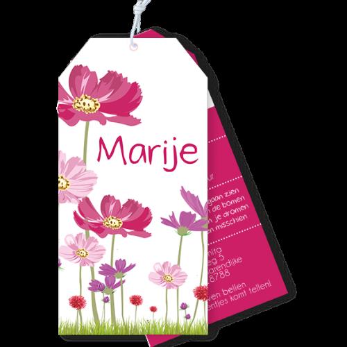 Geboortekaartje als label met zomerse bloemen roze