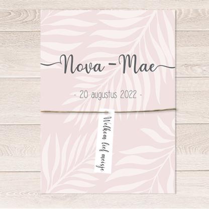Geboortekaartje Nova roze met wit bladeren patroon