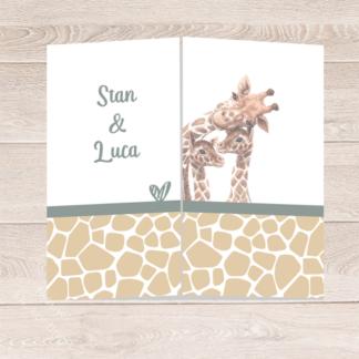 Drieluik geboortekaartje tweeling jongens met giraf